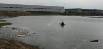 深秋野塘垂釣,餌料是個問題!