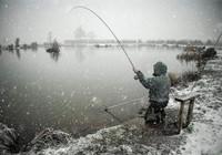 要想冬季钓鱼不脱钩这些妙招要记牢!