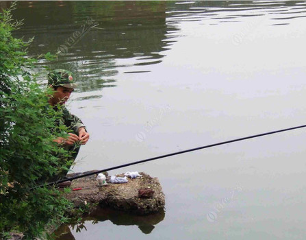你知道在江河中如何找鱼,诱鱼么?好的方法让你如愿以偿