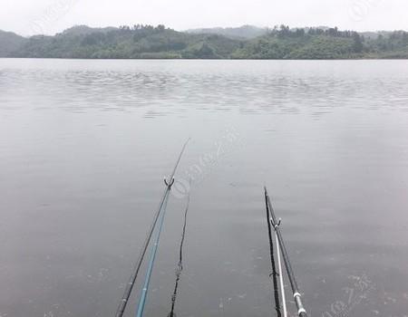 再大的风雨都挡不住一颗钓鱼的心